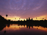 Angkor Wat Temple at Twilight Photographie par Steve Raymer