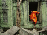 Angkor Wat Temple with Monk, Siem Reap, Cambodia Fotoprint van Steve Raymer