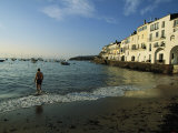 A Beach Goer Wades into the Calm Surf of Cadaques Fotografie-Druck von Pablo Corral Vega