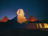 A Night View of the Great Sphinx and the Pyramids of Giza Fotografie-Druck von Richard Nowitz