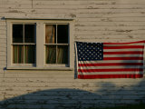Evening Light on an American Flag on the Side of an Old Barn Fotodruck von Stephen St. John