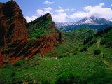 """Red Rocks """"Seven Bulls"""" and River, Karakol Valley, Jeti-Oghuz, 25KM West of Karakol, Kyrgyzstan Fotografisk tryk af Anthony Plummer"""