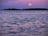 Full Moon at Sunset, Cook Islands Fotografie-Druck von Peter Hendrie