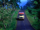 Bus on Country Road, Samoa Fotografie-Druck von Peter Hendrie