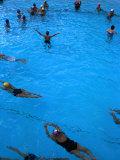 Water Aerobics in Pool at Kowloon Park, Hong Kong Fotografie-Druck von Oliver Strewe