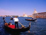 Gondolas in Grand Canal Near St. Mark's, Venice, Veneto, Italy Fotografisk tryk af Roberto Gerometta