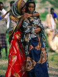 Somalian Women, Who Have Fled Their Homeland, at Wedding, Hol Hol, Djibouti Photographie par Frances Linzee Gordon