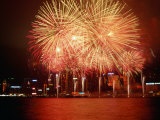 Fireworks Display Over Victoria Harbour for Chinese New Year, Hong Kong Lámina fotográfica por Pershouse Craig