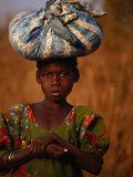 Girl Near Guinguette Springs, Looking at Camera, Bobo-Dioulasso, Burkina Faso Photographie par David Wall