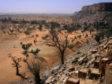 Rooftops of Ende Village on the Bandiagara Escarpment and Plains Below, Ende, Mopti, Mali Fotografisk tryk af Jane Sweeney