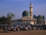 Crowds Gather in Front of Kano Mosque During Celebrations for Durbar Festival, Kano, Nigeria Fotografisk tryk af Jane Sweeney