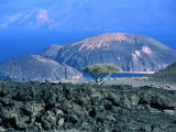 Lunar Landscape Near Gulf of Lac Ghoubet, Djibouti Photographie par Frances Linzee Gordon