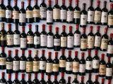 Fridge Magnet Wine Bottles., St. Emilion, Aquitaine, France Fotodruck von Greg Elms