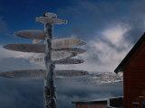 Frozen Signpost, Narvik, Nordland, Norway Fotografisk tryk af Christian Aslund