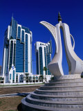Twin Towers and Teapot Sculpture at Eastern End of the Corniche, Doha, Ad Dawhah, Qatar Fotografiskt tryck av Mark Daffey