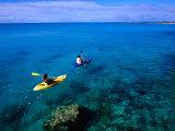 Man and Woman Kayaking on Fernandez Bay, Cat Island, Bahamas Fotografisk trykk av Greg Johnston