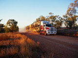 Roadtrain Hurtles Through Outback, Cape York Peninsula, Queensland, Australia Lámina fotográfica por Oliver Strewe