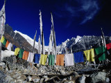 Buddhist Prayer Flags at the Kyanjin Gompa, Langtang, Bagmati, Nepal Photographie par Gareth McCormack