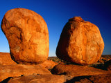 Group of Rounded Granite Boulders, Part of Devil's Marbles, Northern Territory, Australia Photographie par Barnett Ross