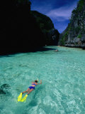Snorkelling in the Big Lagoon, El Nido, Miniloc Island, Palawan, Philippines Fotografie-Druck von Mark Daffey