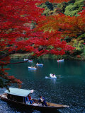 Boats with Tourists Showing Arashiyama's Autumn Colours, Kyoto, Japan Fotografie-Druck von Frank Carter