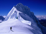 Climber on Summit Ridge of Nevadao Quitaraju, Cordillera Blanca, Ancash, Peru Reproduction photographique par Grant Dixon