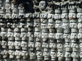 Wall of Skulls in Templo Mayor, Zocalo District, Mexico City, Mexico Lámina fotográfica por Richard Nebesky