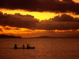Sunset Over the Sea with an Outrigger in Silhouette, Upolu, Samoa, Upolu Fotografisk tryk af Peter Hendrie