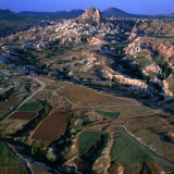 An Aerial View of Uchisar and the Cappadocia Landscape, Cappadocia, Nevsehir, Turkey Fotografisk trykk av Wes Walker