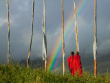 Rainbow and Monks with Praying Flags, Phobjikha Valley, Gangtey Village, Bhutan Fotografie-Druck von Keren Su