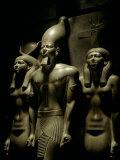 Pharaoh Menkaure with Two Goddesses, Egyptian Museum, Cairo, Egypt Fotodruck von Kenneth Garrett