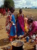Maasai Women Cooking for Wedding Feast, Amboseli, Kenya Fotografisk tryk af Alison Jones