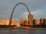 Old Courthouse and Gateway Arch Area along Mississippi River, St. Louis, Missouri, USA Photographie par Walter Bibikow