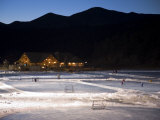 Ice Skating and Hockey on Evergreen Lake, Colorado, USA Stampa fotografica di Chuck Haney