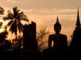 Buddha Statue and Sunset, Thailand Fotodruck von Gavriel Jecan
