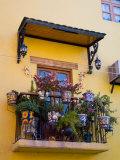 Decorative Pots on Window Balcony, Guanajuato, Mexico Fotografisk tryk af Julie Eggers