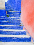 Blue Stairs Leading to Restaurant, Guanajuato, Mexico Fotografisk tryk af Julie Eggers