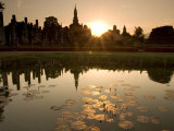 Sukhothai Ruins and Sunset Reflected in Lotus Pond, Thailand Photographie par Gavriel Jecan