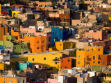 Steep Hill with Colorful Houses, Guanajuato, Mexico Valokuvavedos tekijänä Julie Eggers