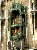 Glockenspiel Details, Marienplatz, Munich, Germany Fotografisk trykk av Adam Jones