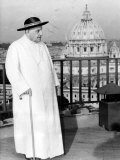 Pope John XXIII on the Terrace of a IX-Century Tower in the Vatican Gardens April 15, 1963 Lámina fotográfica