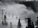 Snow Guns Pump out Man-Made Snow at Bretton Woods Ski Area, New Hampshire, November 20, 2006 Photographie par Jim Cole