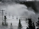 Snow Guns Pump out Man-Made Snow at Bretton Woods Ski Area, New Hampshire, November 20, 2006 Lmina fotogrfica por Jim Cole
