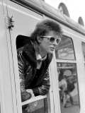 David Bowie Leaning out of Railway Carriage of Paris Boat Train at Victoria Station, July 1973 Photographie