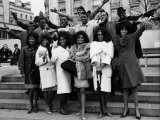 The Motown Group are Here in Front of Marble Arch in London, March 1965 Fotografisk tryk