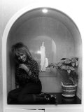 Singer Tina Turner on Tour Photographed in Her Hotel Room in Paris Papier Photo