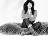Kate Bush Sitting on a Giant Cushion Fotografie-Druck