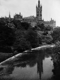 Views Glasgow University with the River Kelvin Flowing Alongside Impressão fotográfica