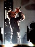 Chris Martin von Coldplay tritt auf der Pyramidenbühne auf dem Glastonbury Festival auf, Juni 2005 Fotodruck