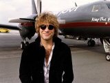 Jon Bon Jovi Stands Alongside Aeroplane in Germany Assigned to him on the Keep the Faith Tour Fotografie-Druck